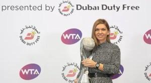 Simona Halep a primit trofeul de lider mondial WTA la final de an