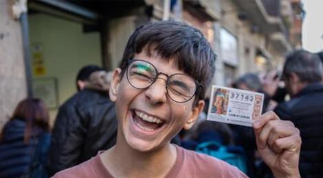 Cosmin Rotariu, un adolescent român de 15 ani din Barcelona s-a îmbogăţit la Loteria Copilului din Spania