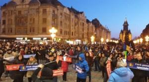Mii de persoane au ieşit în stradă în marile oraşe ale României pentru a protesta împotriva guvernului şi împotriva PSD