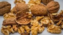 Consumul de nuci reduce riscul apariţiei bolilor de inimă la diabetici