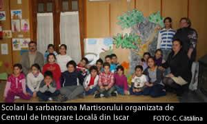 Scolari la sarbatoarea Martisorului organizata de Centrul de Integrare Locală din Iscar