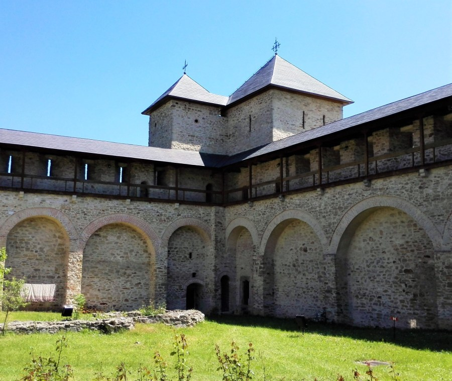 dragomirna monastery walls