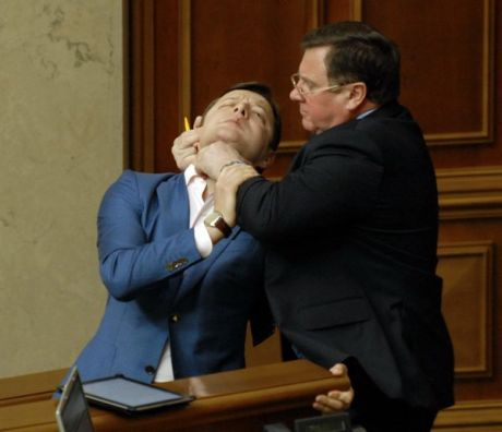 Ukrainian politicians choke