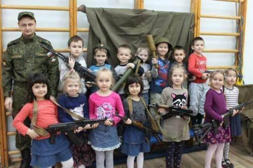 StPetersburg-kid-soldiers1