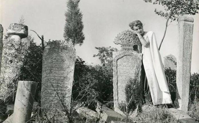 mezar taşları