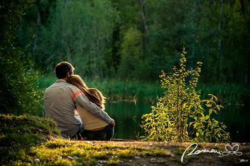 fotos-de-novios-mirando-al-lago