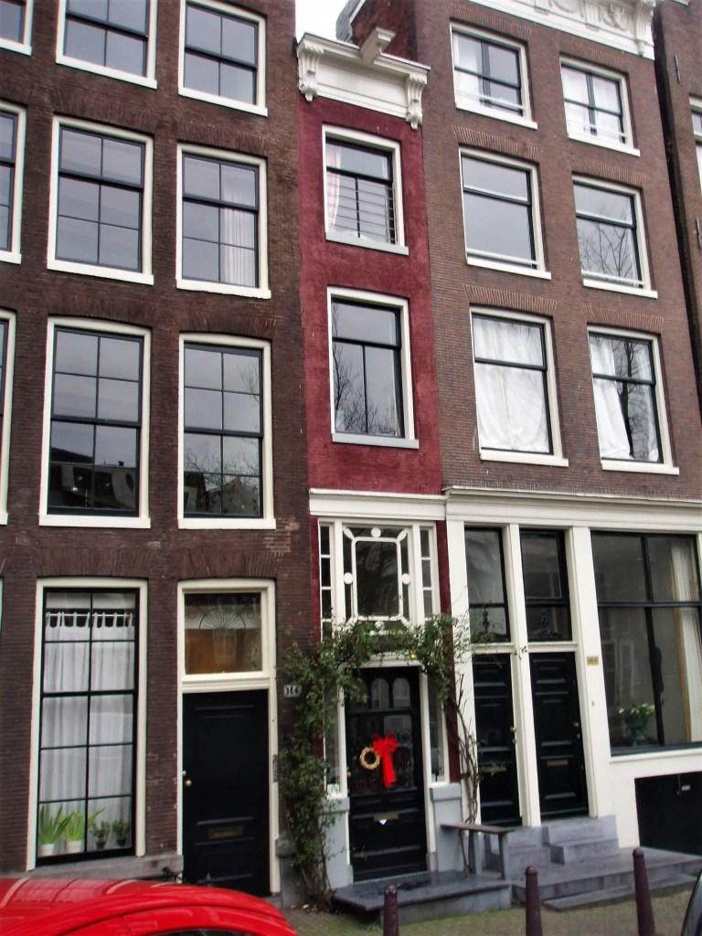 Самый узкий  дом в Амстердаме