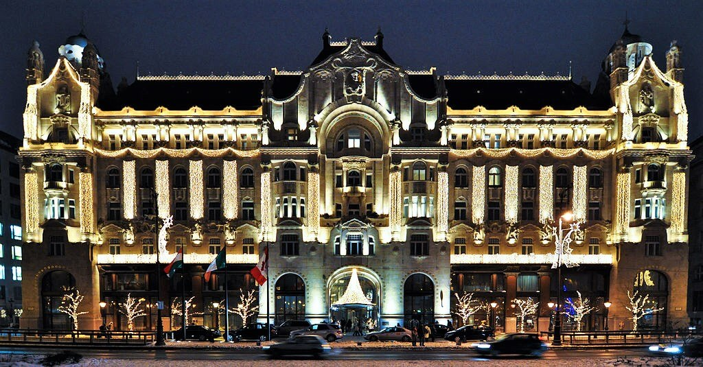 Budapest four seasons hotel at night