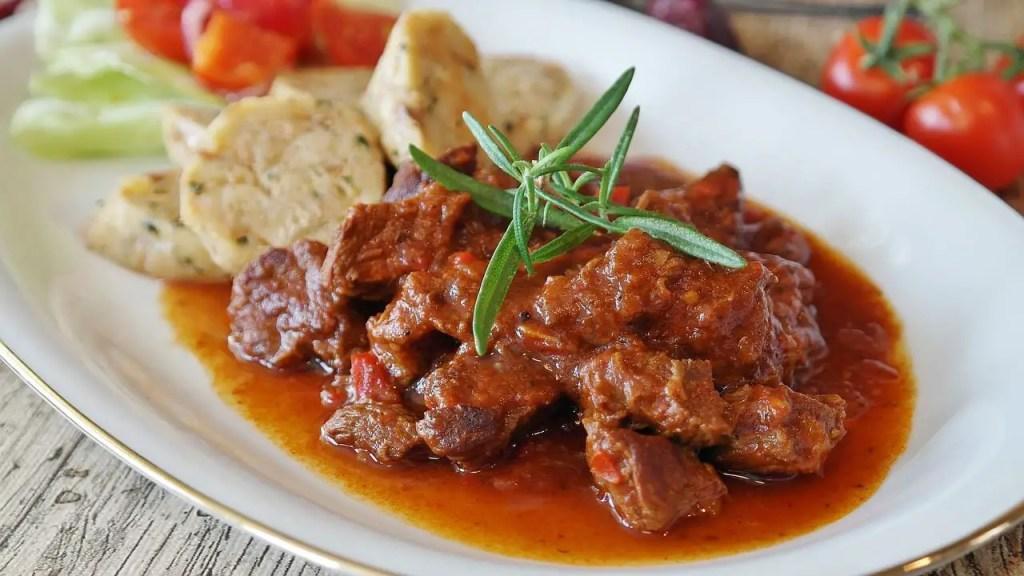 Гуляш, традиционная венгерская еда