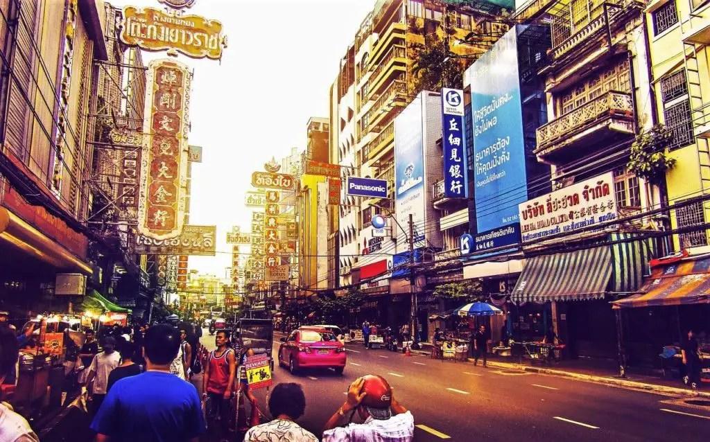Street in Bangkok, smog in teh day time