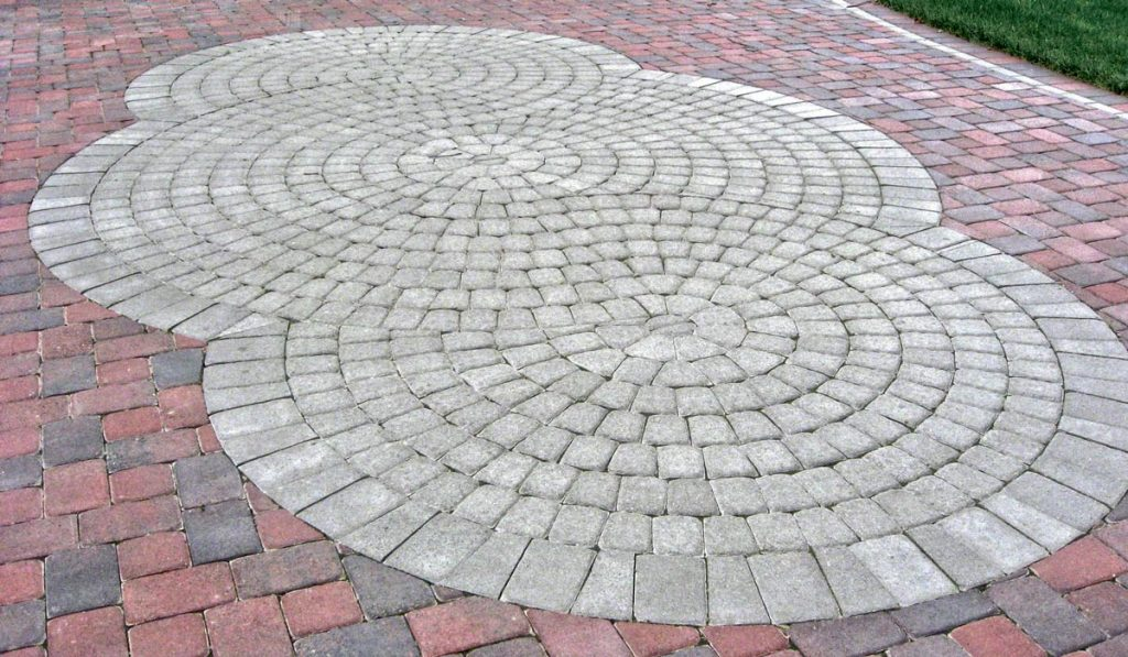 Paver Circle Kit Allows You To Add Interst And Curves To