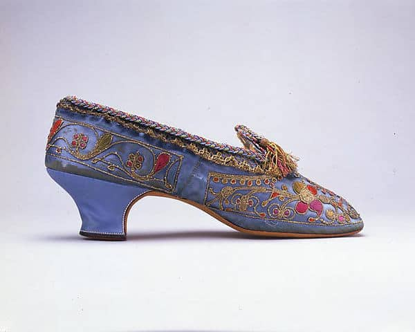 Aniline purple shoes with embroidery
