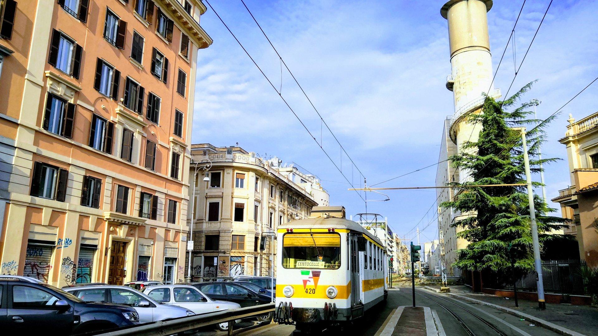 How do I use Rome's public transportation network?