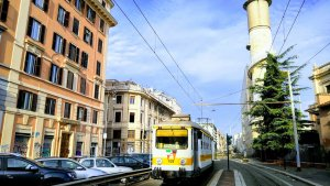 How do I use Rome's public transportation network?