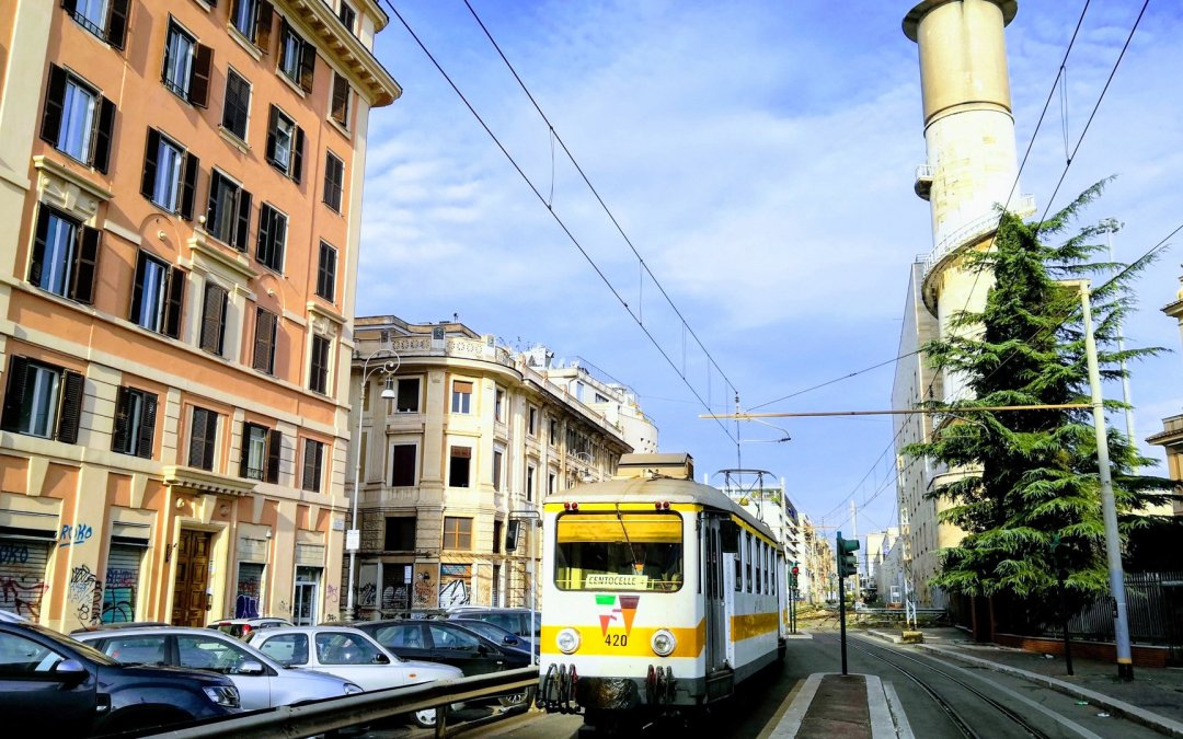 How do I use Rome's public transport network?