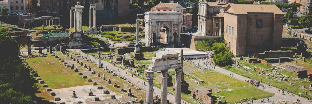 The difference between the Roman Forum, the Colosseum, and the Palatine Hill
