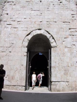 castel del monte porta iniziatica