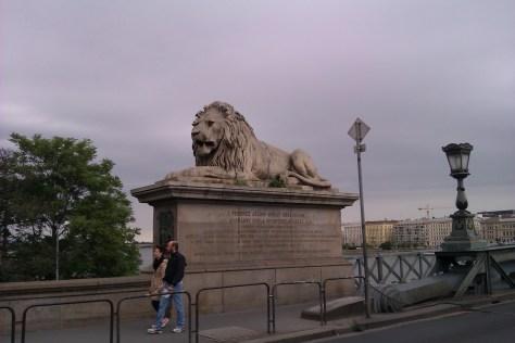 León de Puente de las Cadenas, Budapest, Hungría, 2012
