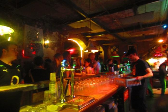 Pub, Budapest, Hungría, 2012