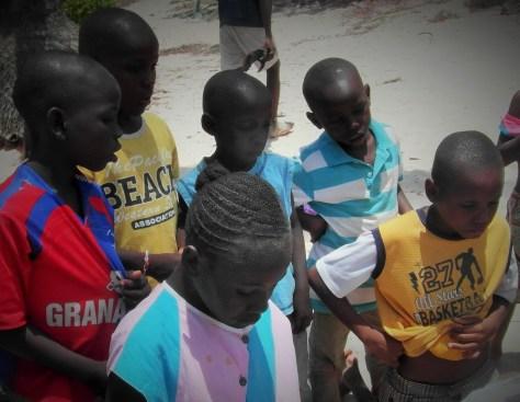 Los niños del orfanato en la playa, Malindi, Kenia, Octubre 2012 - viajarcaminando.org