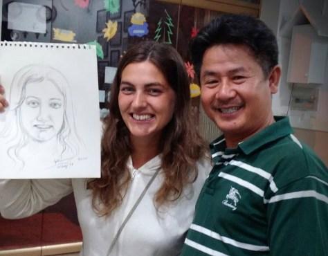 Posando con mi retrato y el artista, Dalat, Vietnam, 2015