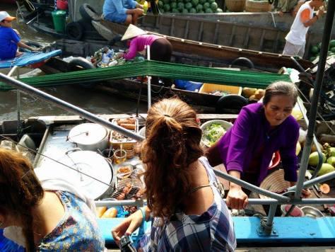 Rominitaviajera en el Mercado flotante de Cai Rang en el Delta del Mekong, Vietnam
