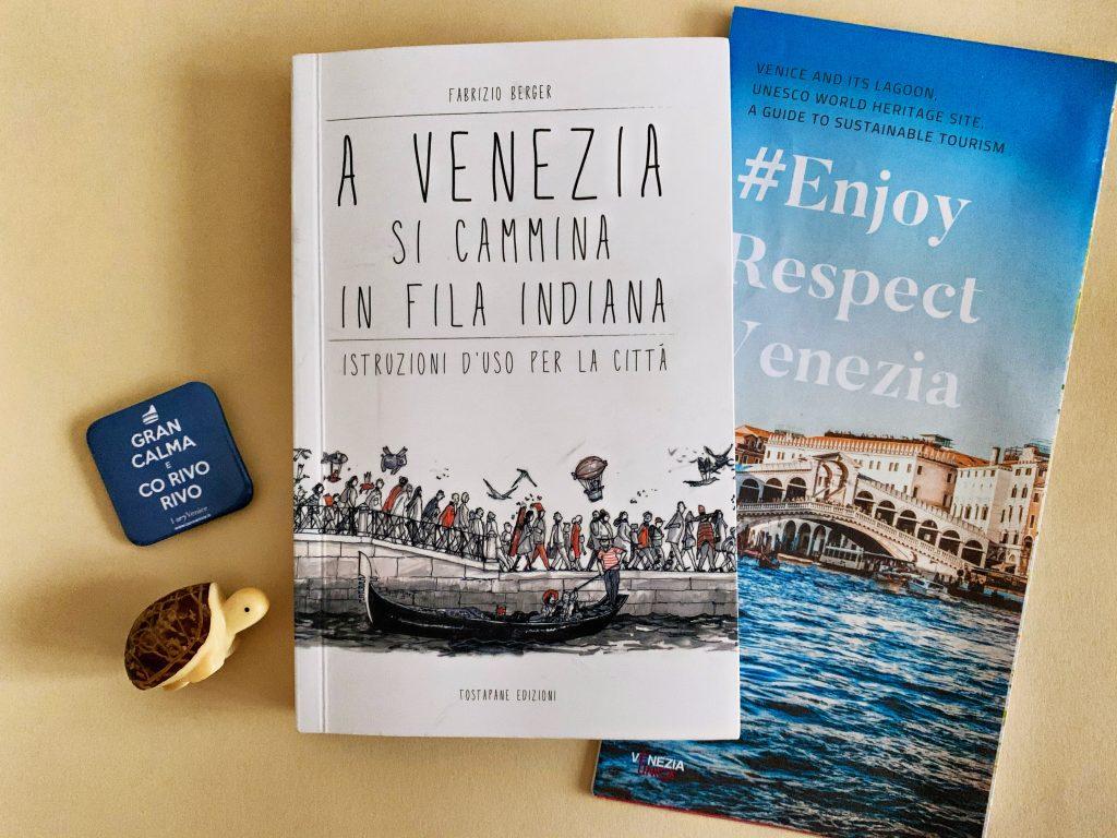 A Venezia si cammina in fila indiana