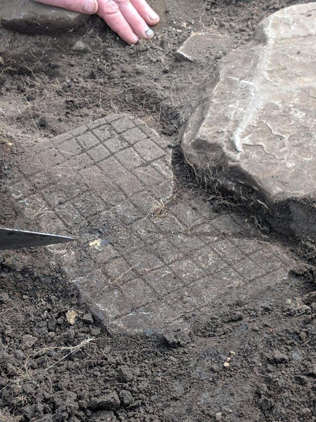 Tabuleiro encontrado em sítio arqueológico