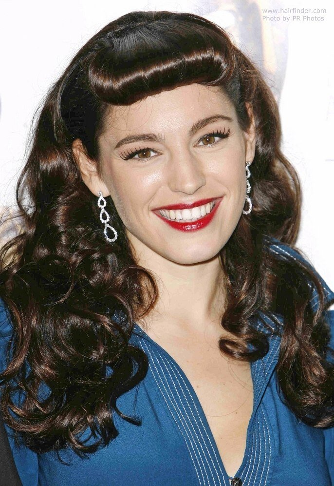 The Best Kelly Brook With A Retro 1950S Look Channeling Bettie Page Pictures