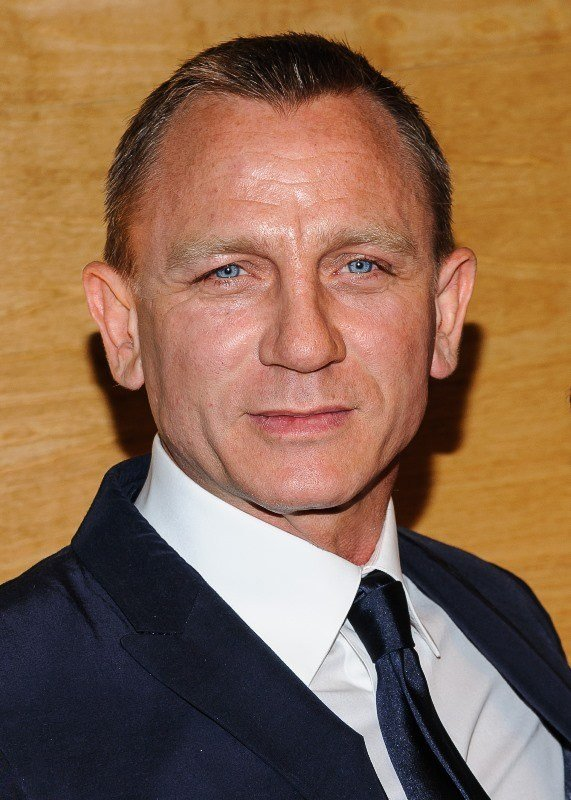 The Best Daniel Craig Wears His Hair Shorter Lainey Gossip Entertainment Update Pictures
