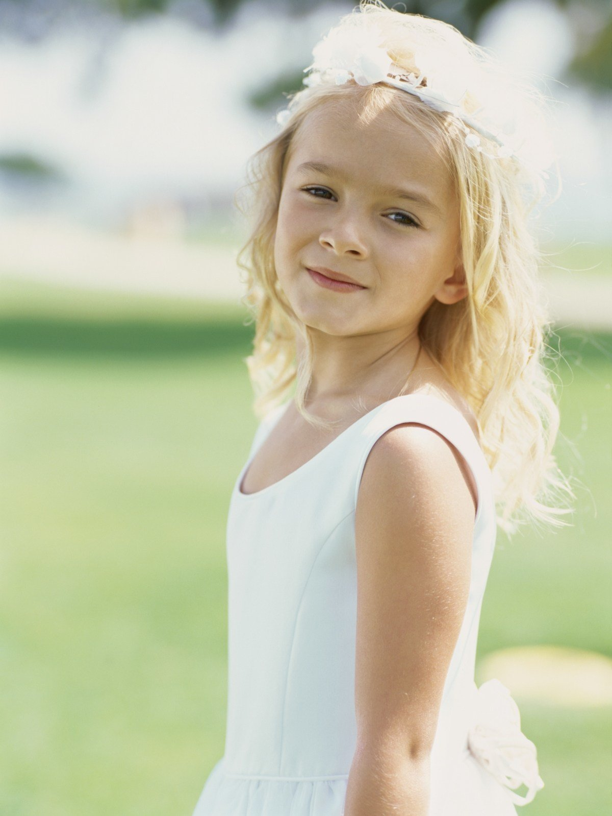 The Best Extremely Lovable And Cute Flower Girl Hairstyles For Pictures