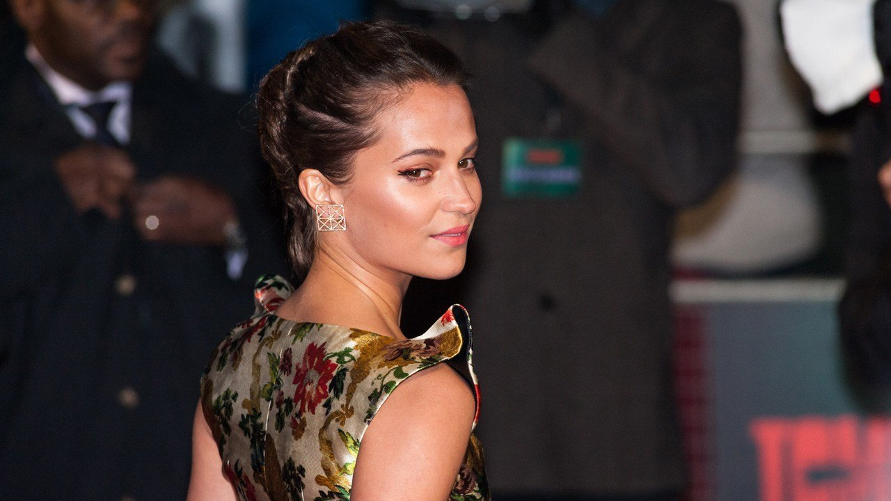 The Best Alicia Vikander Levels Up The Tomb Raider Braid Grazia Pictures