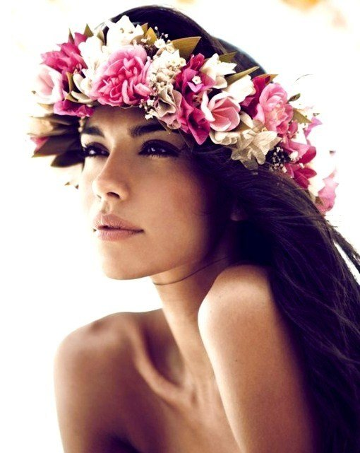 The Best Beach Bride S Long Down Hairstyle With Hawaiian Flower Pictures