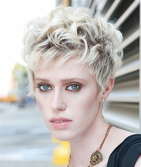 The Best A Short Blonde Hairstyle From The Textural Glamour Pictures