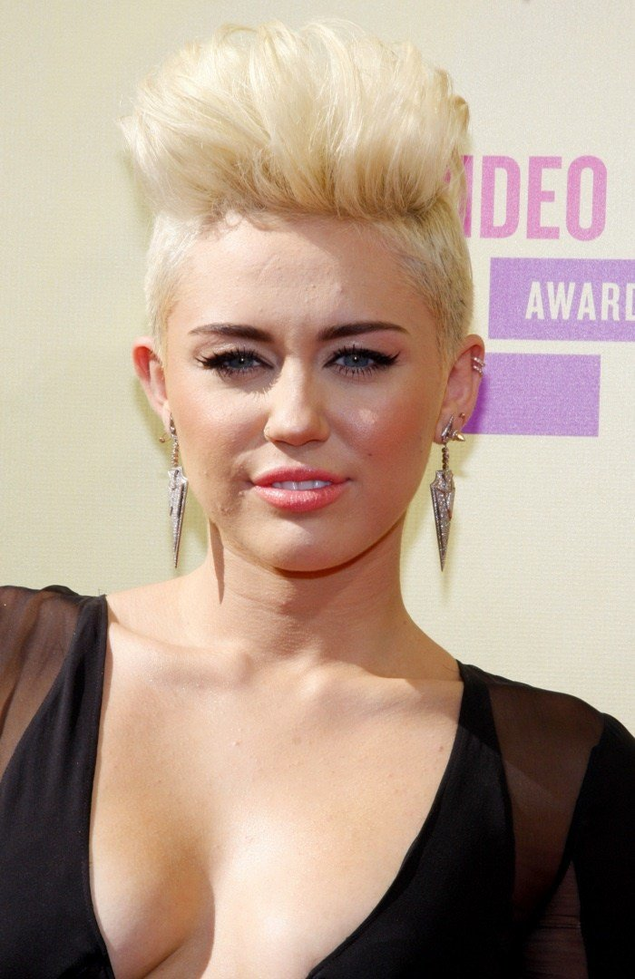 The Best Miley Cyrus Hairstyles Miley S Short Long Hair Pictures