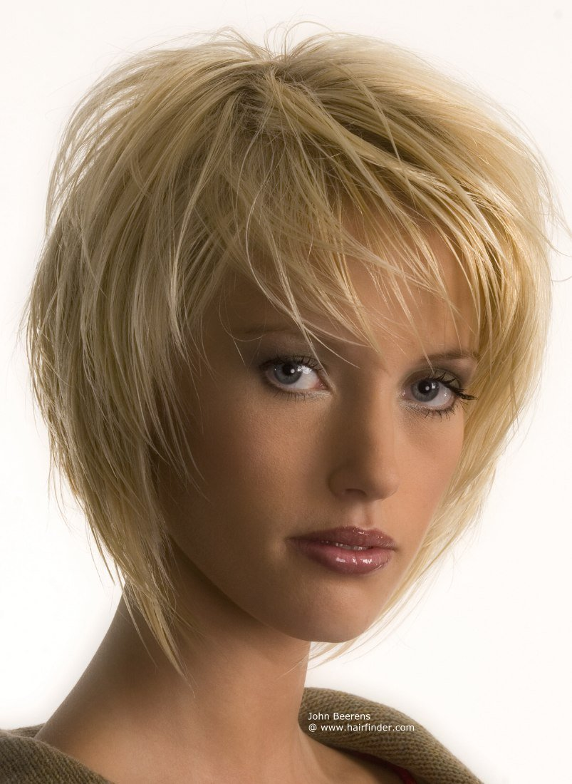 The Best Flattering Short Hairstyle With Textured Layers That Frame Pictures