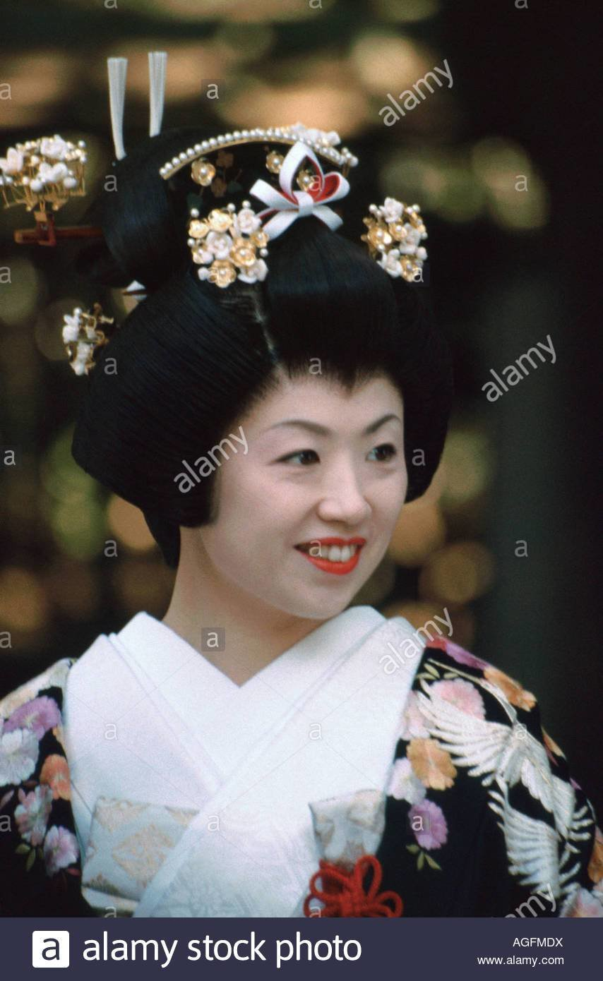 The Best Japanese Bride Wearing Traditional Kimono Gown Shimada Pictures