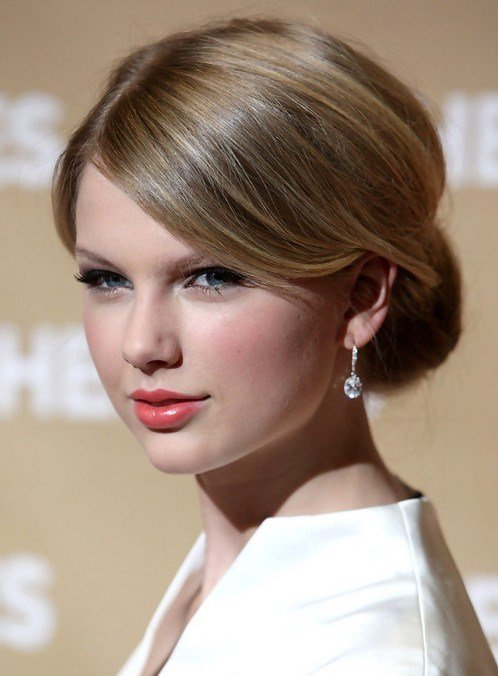 The Best 16 Taylor Swift Hairstyles Popular Haircuts Pictures