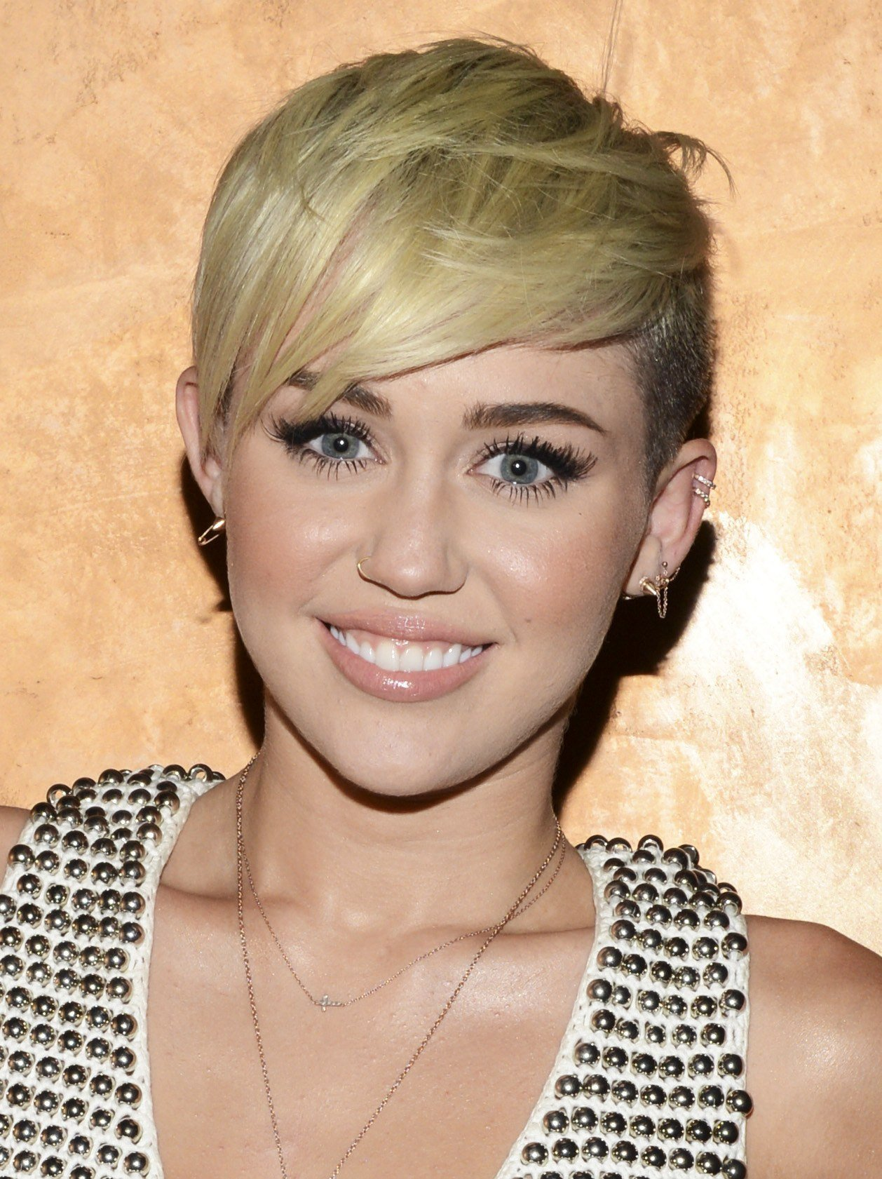 The Best Miley Cyrus Haircut Miley Cyrus Short Hair T**N Vogue Pictures