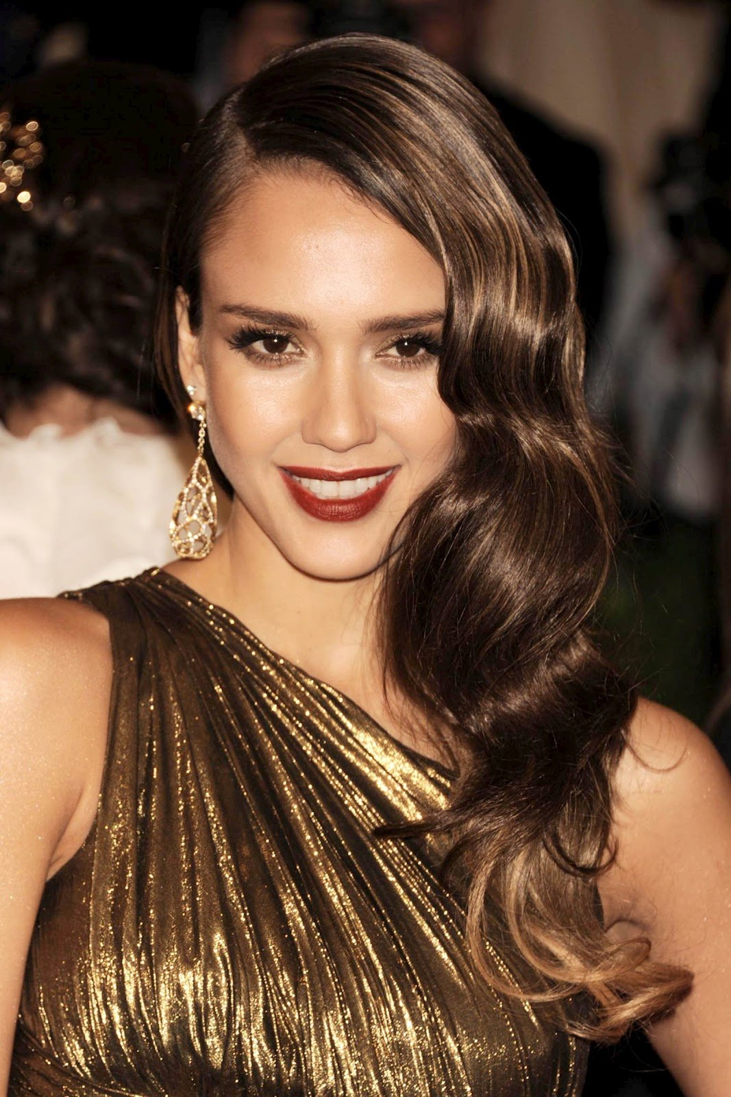 The Best Frumpy To Funky Get Jessica Alba S Vintage Glamour Pictures