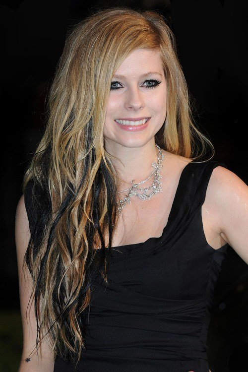 The Best Avril Lavigne S Hairstyles Hair Colors Steal Her Style Pictures