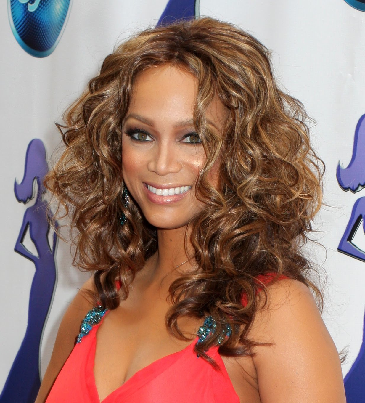The Best Hollywood Trendy Tyra Banks Hairstyles 2012 Pictures
