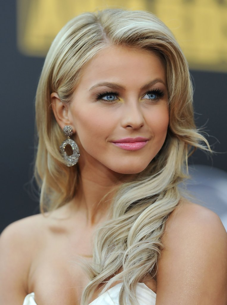 The Best More Pics Of Julianne Hough Retro Hairstyle 6 Of 11 Pictures