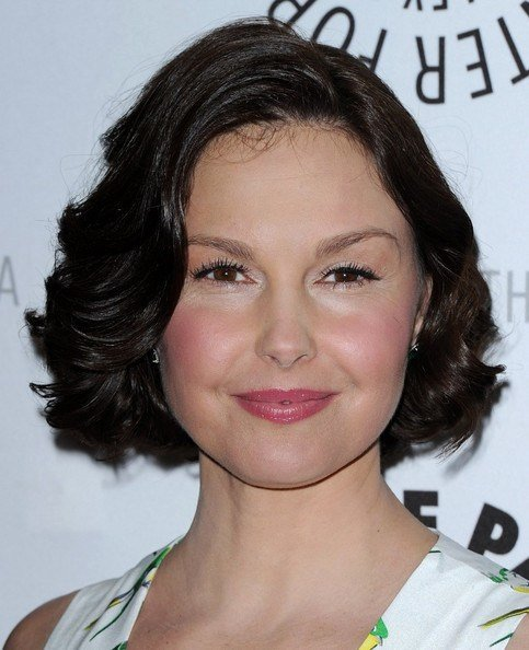 The Best Ashley Judd Curled Out Bob Short Hairstyles Lookbook Pictures