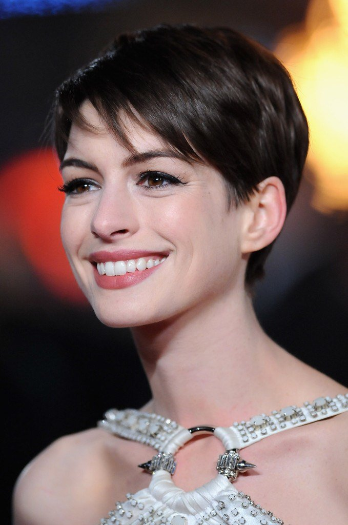 The Best Anne Hathaway Pixie Short Hairstyles Lookbook Stylebistro Pictures