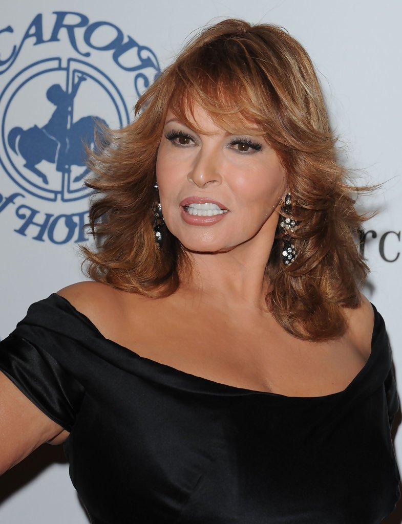 The Best Raquel Welch Long Wavy Cut With Bangs Raquel Welch Looks Pictures