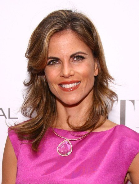 The Best Natalie Morales Medium Wavy Cut With Bangs Medium Wavy Cut With Bangs Lookbook Stylebistro Pictures