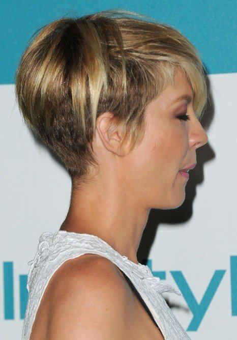 The Best Most Popular Short Haircut For Women Jenna Elfman Layered Razor Cut Hairstyles Weekly Pictures