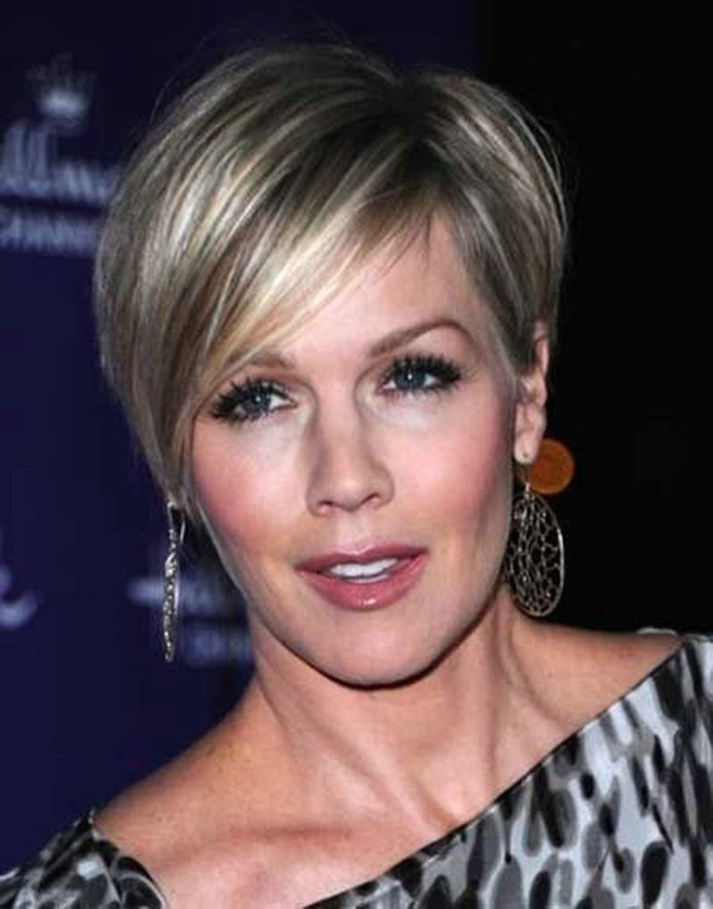 The Best 21 Short Hairstyles For Older Women To Try This Year Pictures