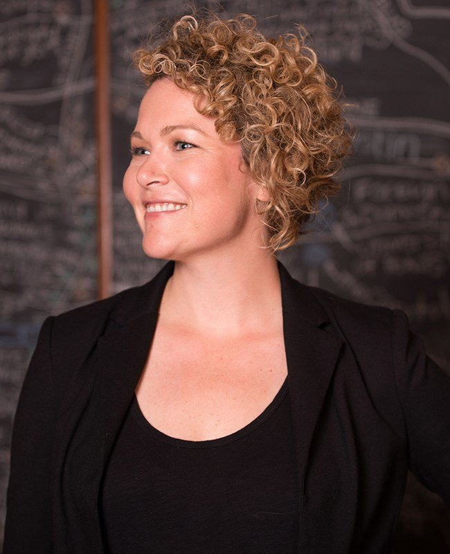 The Best Top 8 Curly Professional Hairstyles You Can Wear To Work Pictures